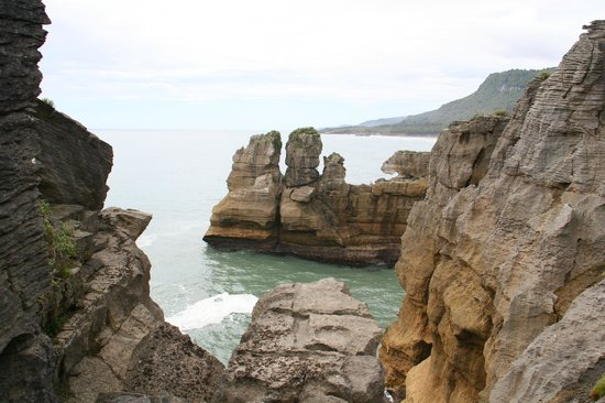 Pancake Rocks and Blowholes Walk: Punakaiki
