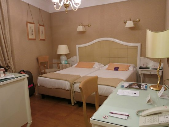 Mercure Milano Centro: Beds joint together