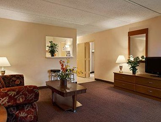 Beaumont Lodge: Three Room Suite