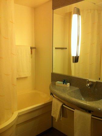 Novotel Poissy Orgeval : Salle de bain