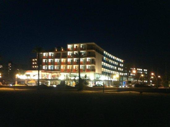 Nuba Hotel Comarruga: со стороны пляжа