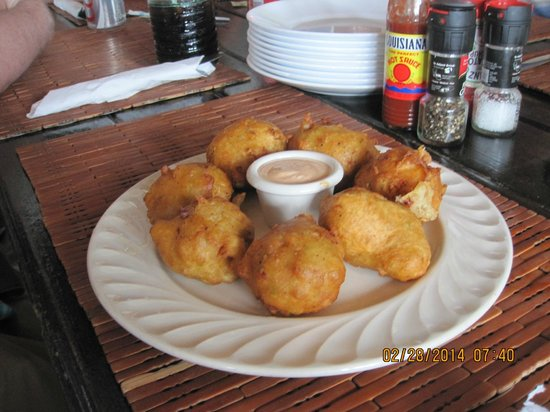 Tippy's: Conch fritters