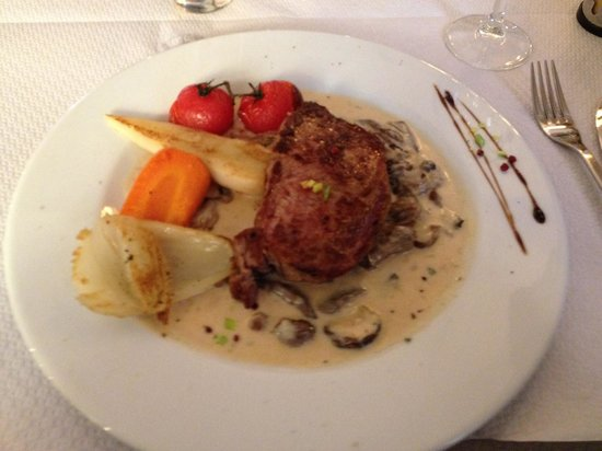 Aux Armes de Colmar : Noix de veau, crème de champignon.