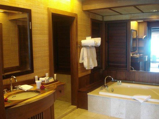 Hilton Bora Bora Nui Resort & Spa: bathroom