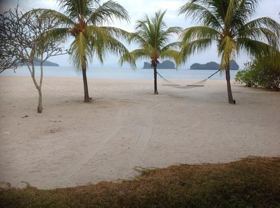 Four Seasons Resort Langkawi, Malaysia: langkawi beach at rush hour