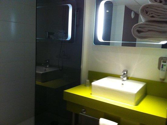 Ibis Styles Chalon sur Saone : Salle de bain