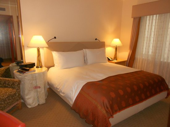 Taj Campton Place: Bed when I arrived