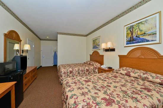 Americas Best Value Inn & Suites-Haltom City/Ft. Worth : Two Doubles Guestroom