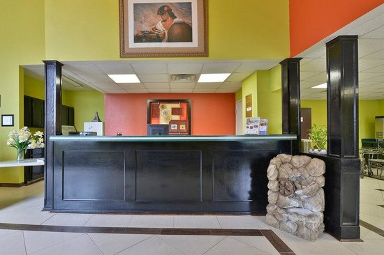 Americas Best Value Inn & Suites-Haltom City/Ft. Worth : Front Desk