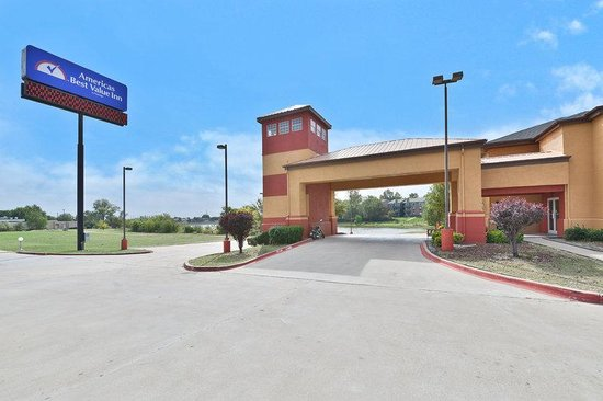 Americas Best Value Inn & Suites-Haltom City/Ft. Worth : Exterior2