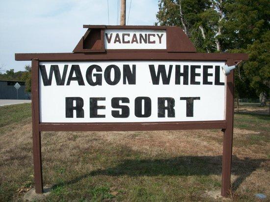 Wagon Wheel Resort Lake Norfork : Resort sign