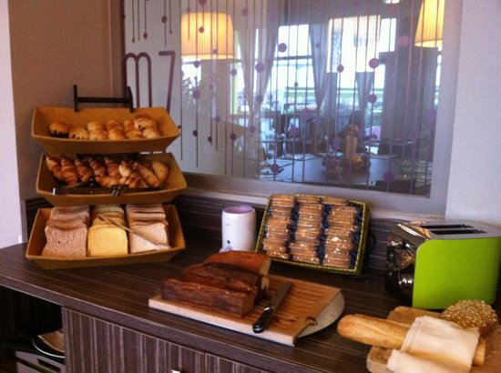 Ibis Styles Chalon sur Saone : Buffet pain viennoiseries