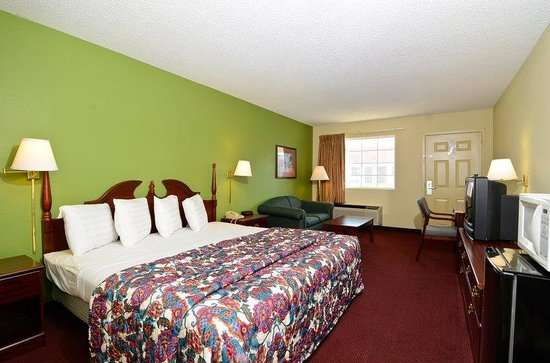 Days Inn Ashburn : One King Bed