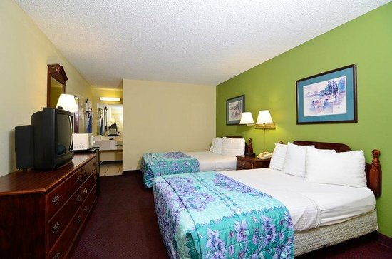 Days Inn Ashburn : Two Double Beds