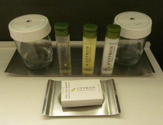 Doubletree Hotel Metropolitan - New York City: Very nice C&E bath amenities