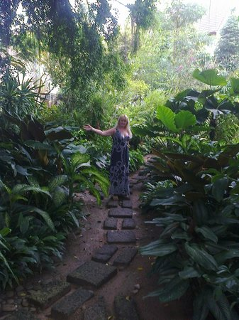 Pinnacle Grand Jomtien Resort: Очень многообразна растениями местность отеля
