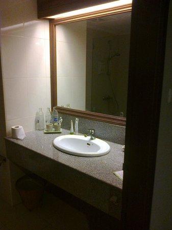 Pinnacle Grand Jomtien Resort: Бумага, мыло, зубная паста и зубная щетка - каждый день новые