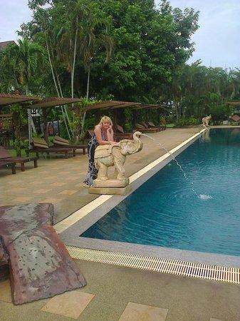 Pinnacle Grand Jomtien Resort: Глубокий бассейн