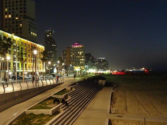 Herods Tel Aviv : Walk along the beach promenade to Jaffa.