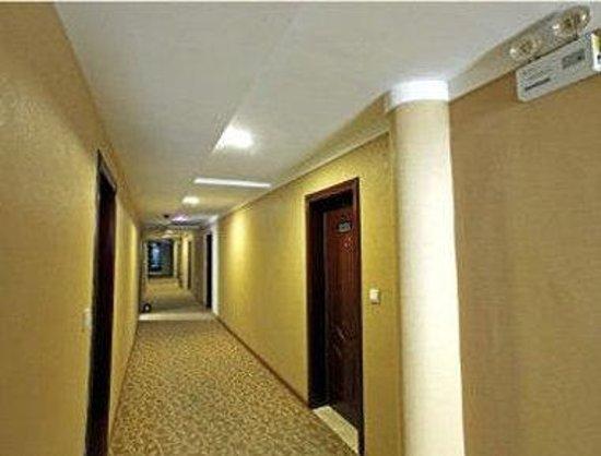 Super 8 Hotel Nanjing Tai Ping Men: Hallway