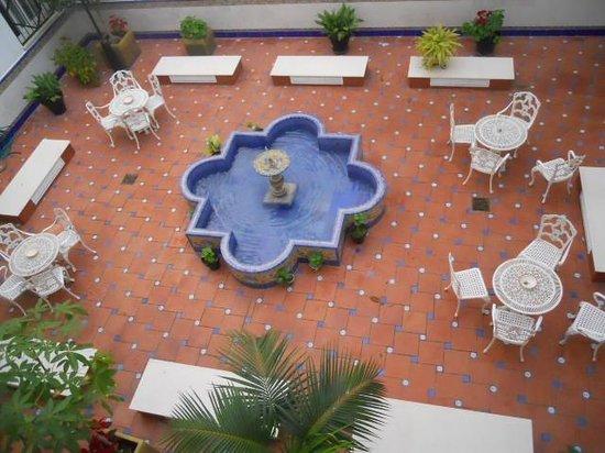 Hotel Eurostars Regina: Vista al patio