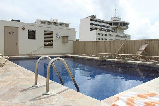 Shoreline Hotel Waikiki: Roof top pool