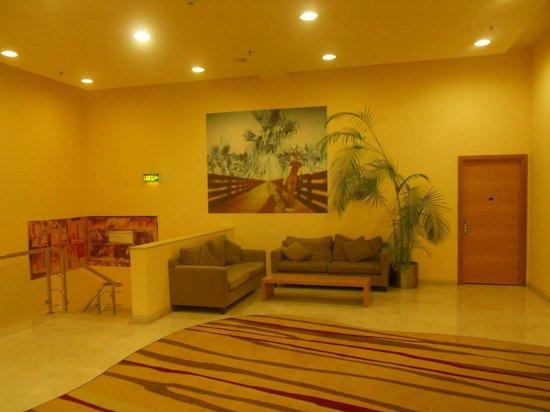 Hilton Kuwait Resort: Elevator area