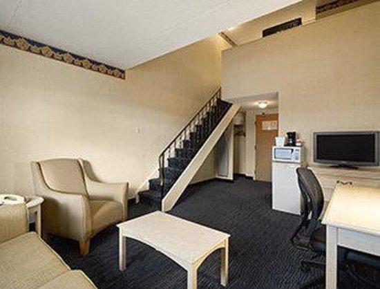 Ramada Trenton: Suite