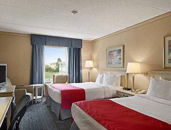Ramada Trenton: Standard Double Room