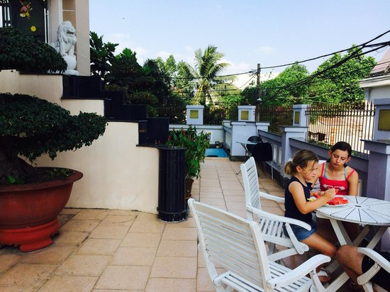 Hoa Phat Hotel & Apartment : Breakfast on the balcony