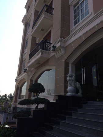 Hoa Phat Hotel & Apartment : Front of hotel