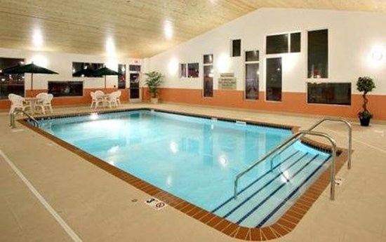 Crossings by GrandStay Waseca: Pool View