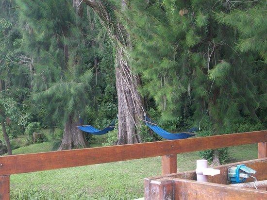 Isla Margarita : hamacas paraguayas con vista al rio