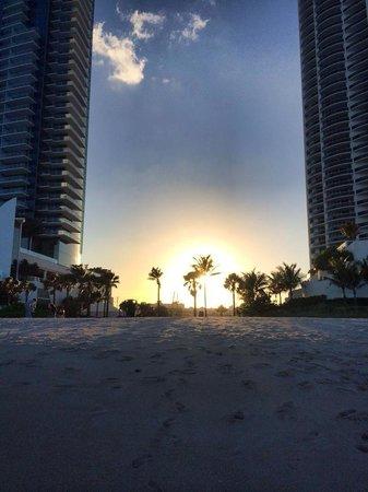 Marenas Beach Resort : Sunset from beach