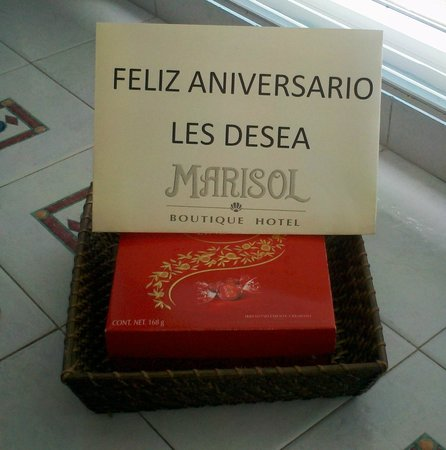 Marisol Boutique Hotel: Box of Lindor Chocolates