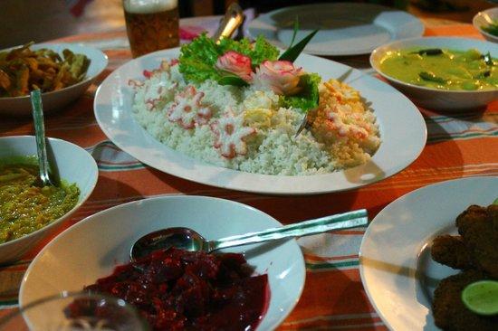 Leesha Tourist Home : meal