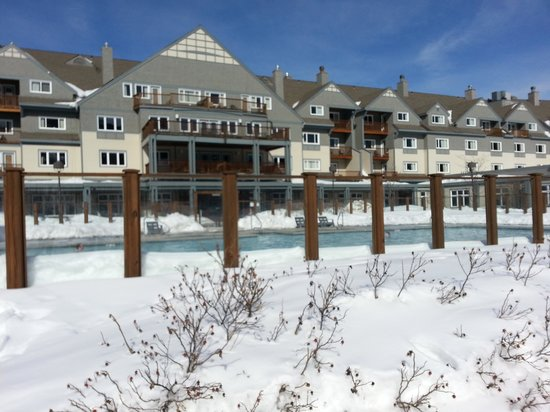Killington Grand Resort Hotel: vista da piscina e do hotel