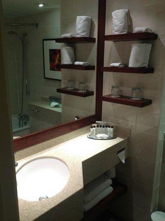 London Marriott Hotel Regents Park : Bathroom