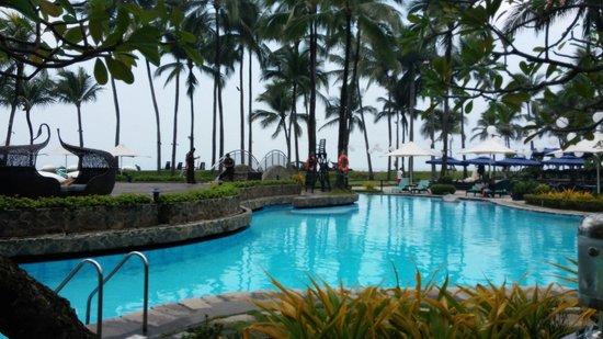 Sofitel Philippine Plaza Manila: Swimming pool
