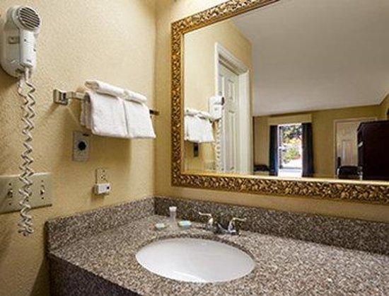 Travelodge Covington : Bathroom
