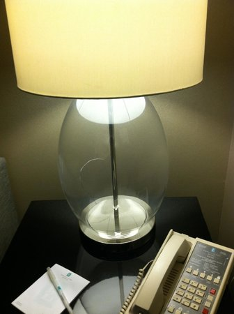 Embassy Suites by Hilton St. Paul - Downtown: broken lamp
