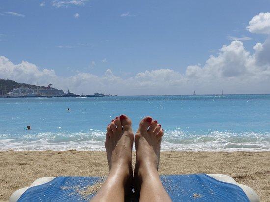 Sonesta Great Bay Beach Resort, Casino & Spa: View sitting on the beach