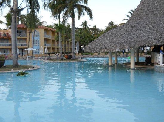 VH Gran Ventana Beach Resort: Pool/Bar