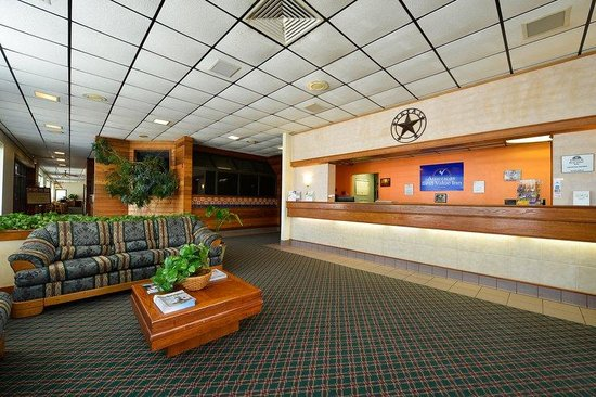 Americas Best Value Inn: Lobby