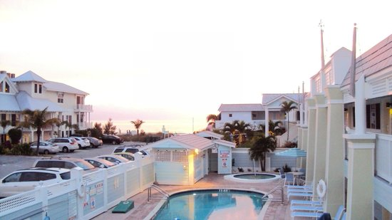 Resort Sixty-Six: Another view of the beginning of the sun going down.