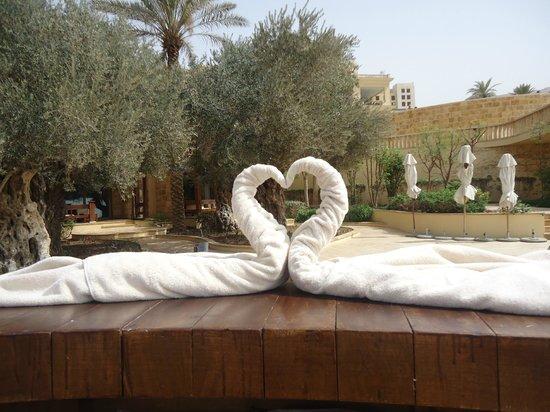 Kempinski Hotel Ishtar Dead Sea: pool area