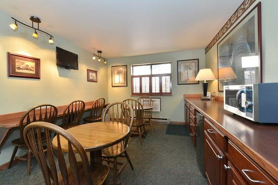 Americas Best Value Inn - Butte: Breakfast Area