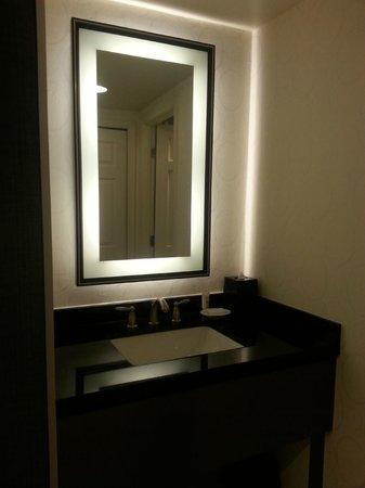 Melrose Georgetown Hotel: Melrose hotel: bathroom