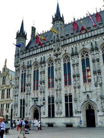 Hôtel de ville : Stadhuis