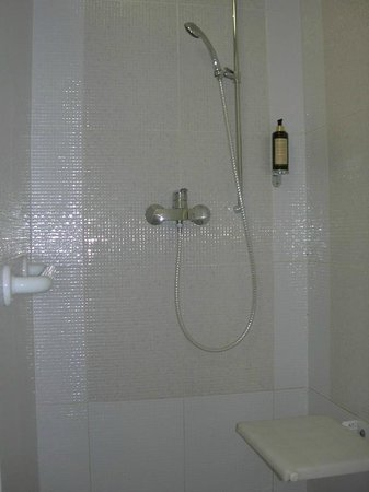 Hotel Set: Accessible Bathroom